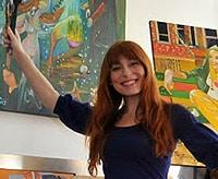 Tiziana Pavan devant ses toiles
